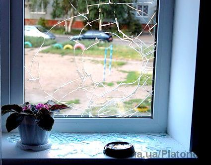 Замена разбитого стекла, стеклопакета.