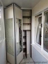 Остекление балкона с глухой стенкой, зеркальный шкафом-купе во внутренней отделке — Дизайн Пласт