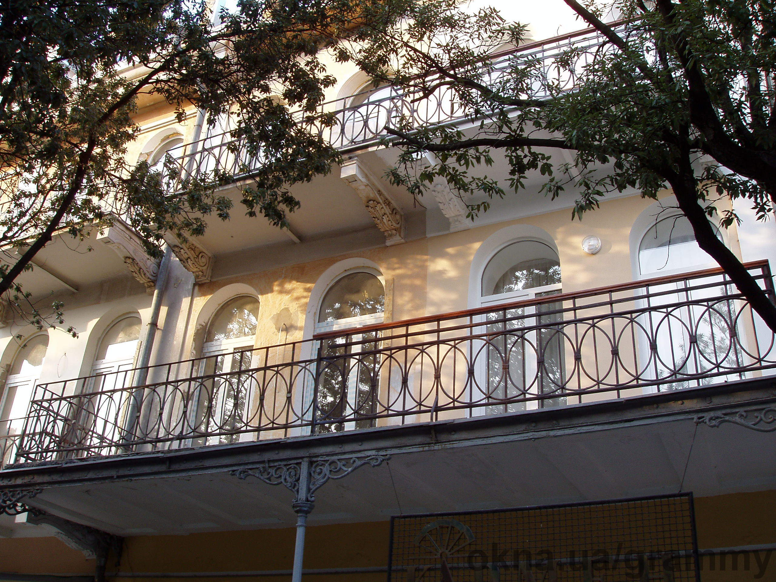 Балконы: проектирование, изготовление, строительно монтажные работы, остекление, внутренняя отделка, сдача в эксплуатацию, согласование и узаконение.