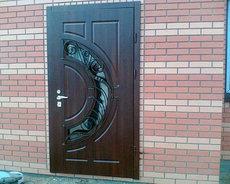 Входние бронирование двери