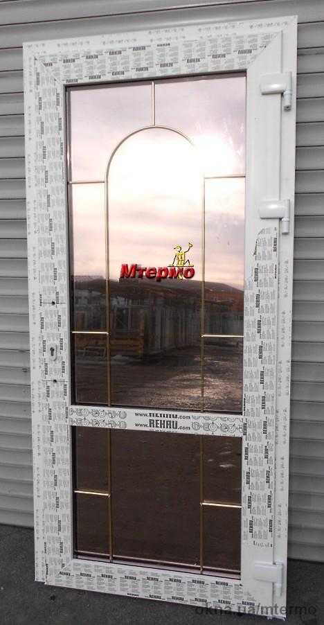 Двери из профиля Рехау