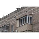 Балкон с крышей, выносом по подоконнику и обшивкой сайдингом
