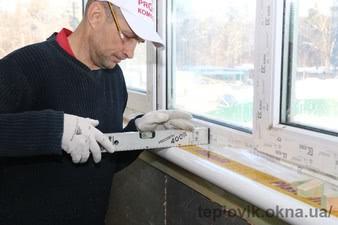 """Подоконник Plastolit белый глянец установка на балконе в г. Вишневое — СК """"Комфорт"""""""