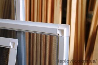 """Москітні сітки на пластикові вікна на Лісовому — СК """"Комфорт"""""""