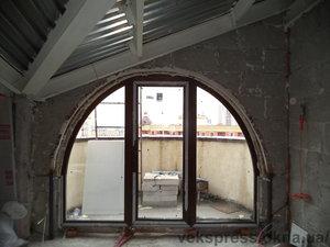Арочный выход на балкон ламинированный. — Вікна Експрес