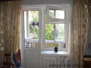 Балконный блок с форточкой в окне — Вікна Експрес