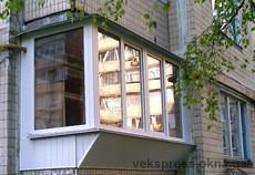 Г-образный балкон с выносом косынкой.