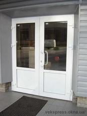 Пластиковые и металлические входные двери
