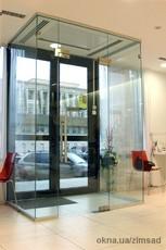 Стеклянный тамбур для офиса, кафе или магазина