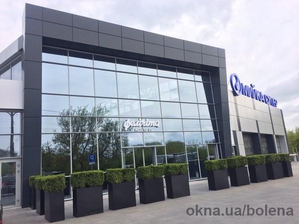 Выполнен комплекс работ по остеклению и облицовке фасада здания моногофункционального комплекса в г. Луцк
