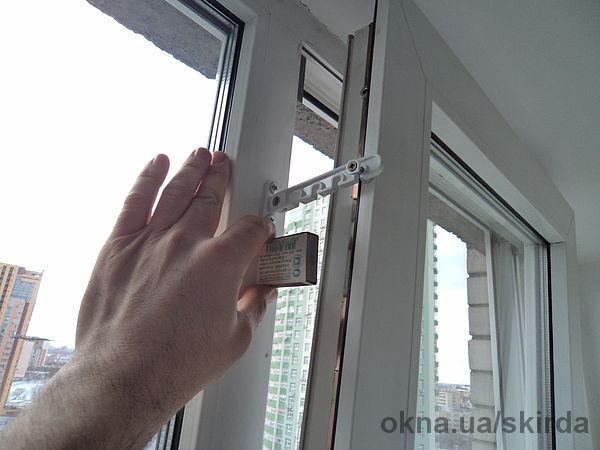 Установка ограничителя на пластиковые окна своими руками