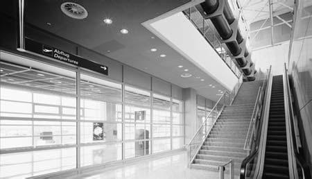 Огнеупорное стекло в действии - пример коридора в аэропорту