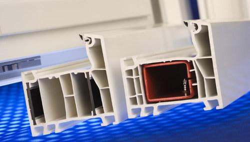 Металлический усилитель (слева: красный), полосы из Ultradur® (справа: чёрный)