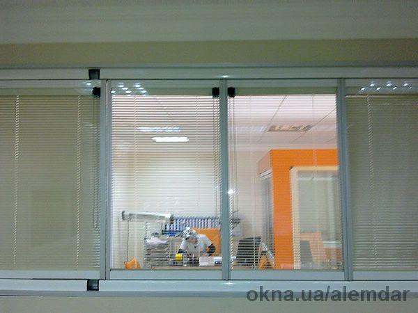 Теплая раздвижная балконная система. Установка и продажа алюминиевых профилей и аксессуаров.