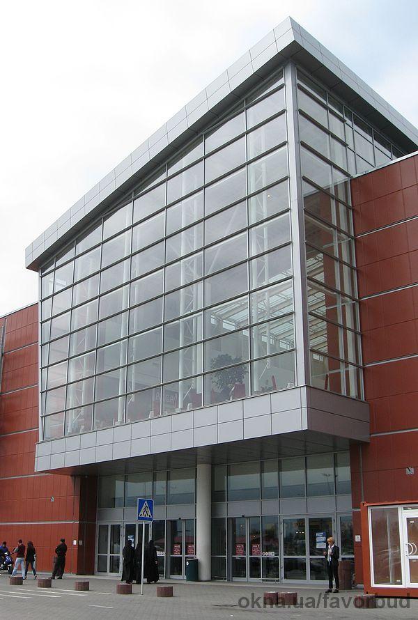 світлопрозорі (скляні) фасадні конструкції (системи), фасадне засклення, вітражі, вітрини від Компанії «ФАВОРБУД» (Львів)