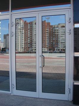 Дверь с окном для аптеки