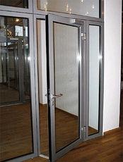Алюминиевые двери в офис, магазин, аптеку от компании Good Master
