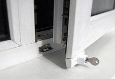 Блокиратор открывания ПВХ окна от детей от компании Good Master