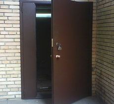 Двери входные в подъезд Винница, с кодовым замком, домофоном