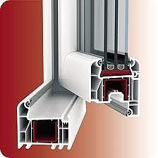 Двухчастное пластиковое кухонное окно из профиля WDS 505 с фурнитурой МАСО с трехстекольным стеклопакетом 32 мм. Геометрия окна: ширина 1,15 м, высота 1,2 м.