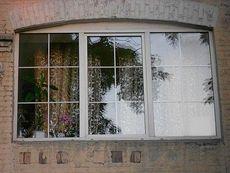 Окно Рехау трехчастное для коттеджей с фурнитурой от компании Vorne - недорого, размер окна 1,7 х 1,1 м