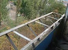 Вынос балкона на уровне перил