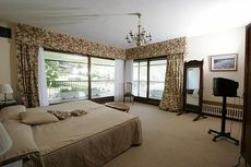 Окно Salamander в спальной комнате - образцовое качество по умеренной цене (Киев)!
