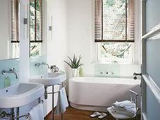 Металлопластиковое окно Hoffen в ванной комнате - практичность и уют (Васильков)