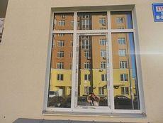 Окно пластиковое Internova трехстворчатое с пленочной ламинацией комнатное - недорого, размер: 0,9 х 1,8 м