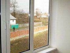 Окно пластиковое Rehau поворотное с утепленным однокамерным стеклопакетом с фурнитурой производства MACO