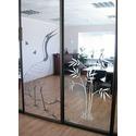 Двери с узорчатым стеклом