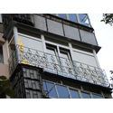 Французский балкон с решеткой.