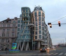 Окна в Танцующем доме в Праге. — Good Master