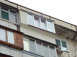 """Балкон в гостинці — СК """"Комфорт"""""""