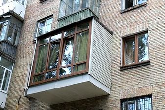 """Дизайн балкона в цегляному будинку — СК """"Комфорт"""""""