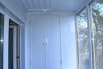 """Обшивка балкона пластиковой вагонкой — СК """"Комфорт"""""""