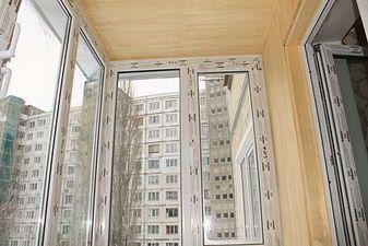 """Скління балкона Правий Берег — СК """"Комфорт"""""""