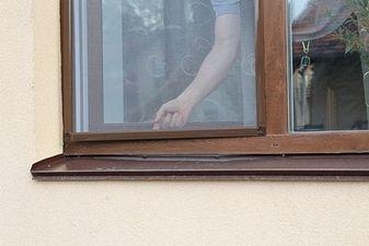 """Установка москитной сетки на окно на Харьковском массиве — СК """"Комфорт"""""""