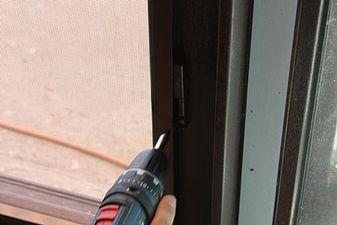 """Установка москітних сіток на балкон на Воскресенці — СК """"Комфорт"""""""