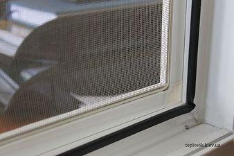 """Москитные сетки на пластиковые окна на Оболони — СК """"Комфорт"""""""