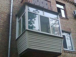 """Балкон в """"хрущевке"""", вынос, обшивка сайдингом — Вікна Експрес"""