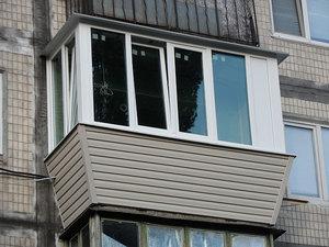 Остекление балкона с выносом в хрущевке — Вікна Експрес