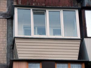 Балкон с выносом и обшивкой — Вікна Експрес