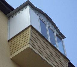 Балкон с выносом и нестандартной крышей — Вікна Експрес